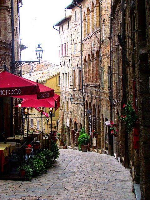 Cobblestone+Street,+Volterra,+Tuscany.jpg