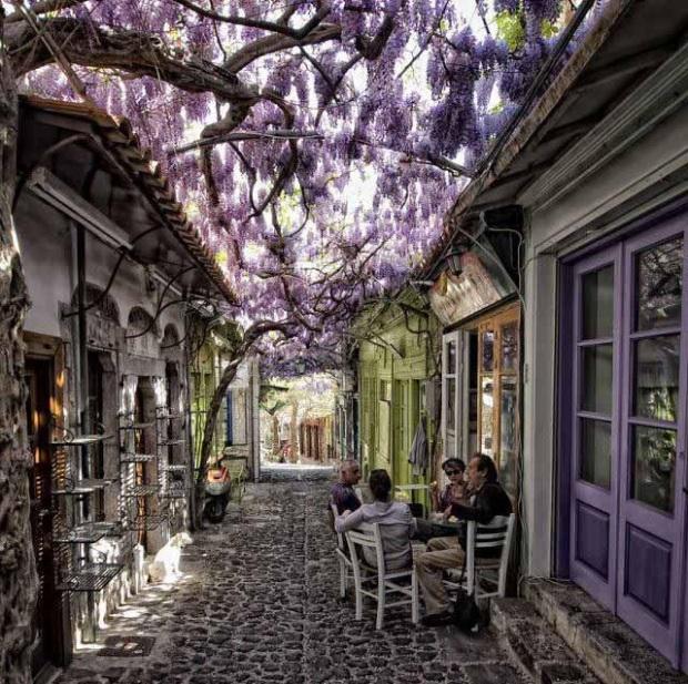 Molyvos+village+in+Lesvos%252C+Greece.jpg